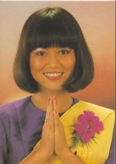 thai-airport-girl.jpg